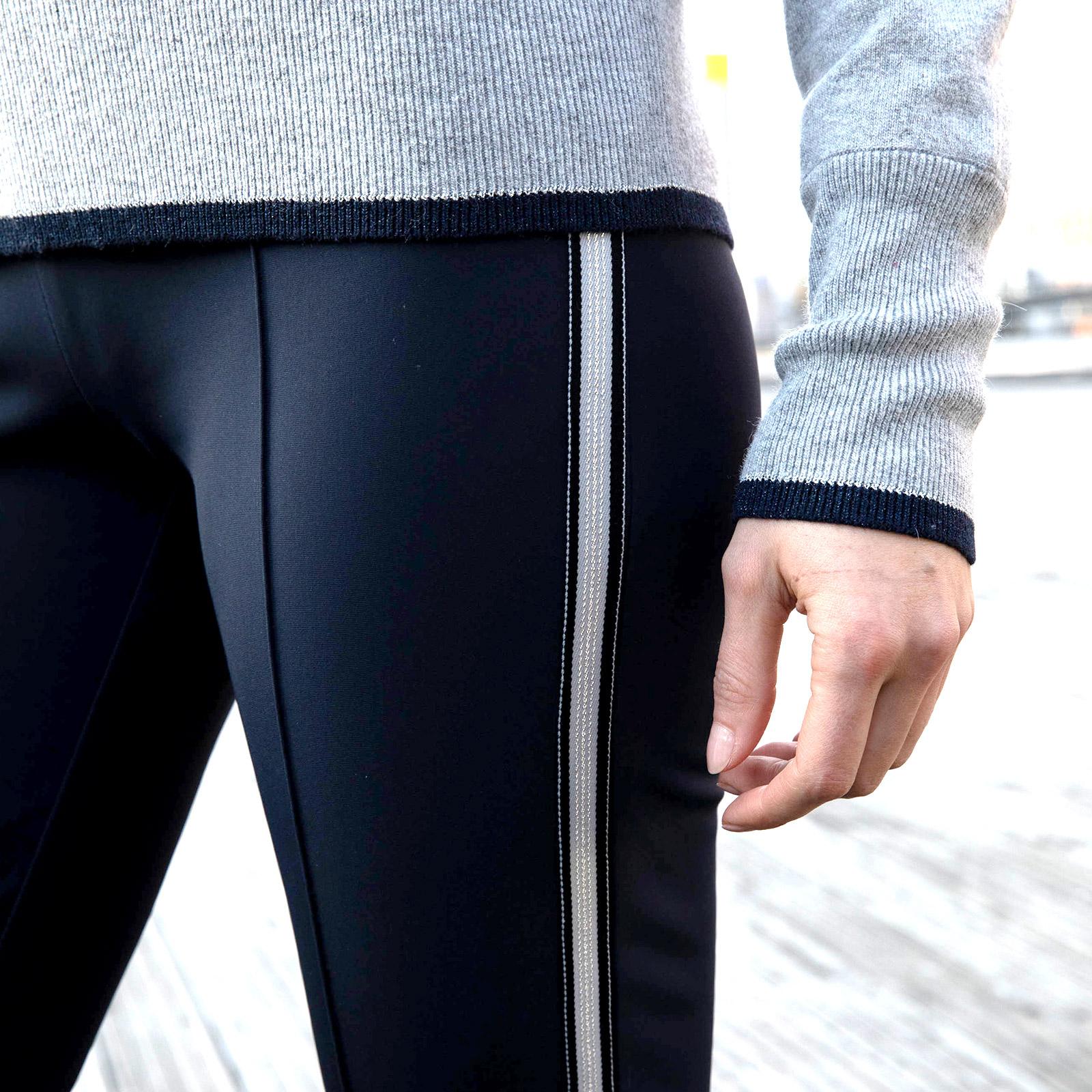 Damen Golfhose lang mit sehr guten Stretcheigenschaften und Galonstreifen